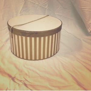 Handbags - Vintage hat box